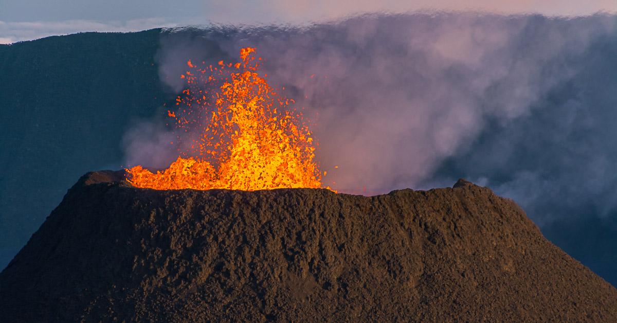éruption du volcan le piton de la fournaise